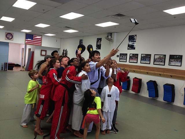 Master Yun taking photo with selfie stick